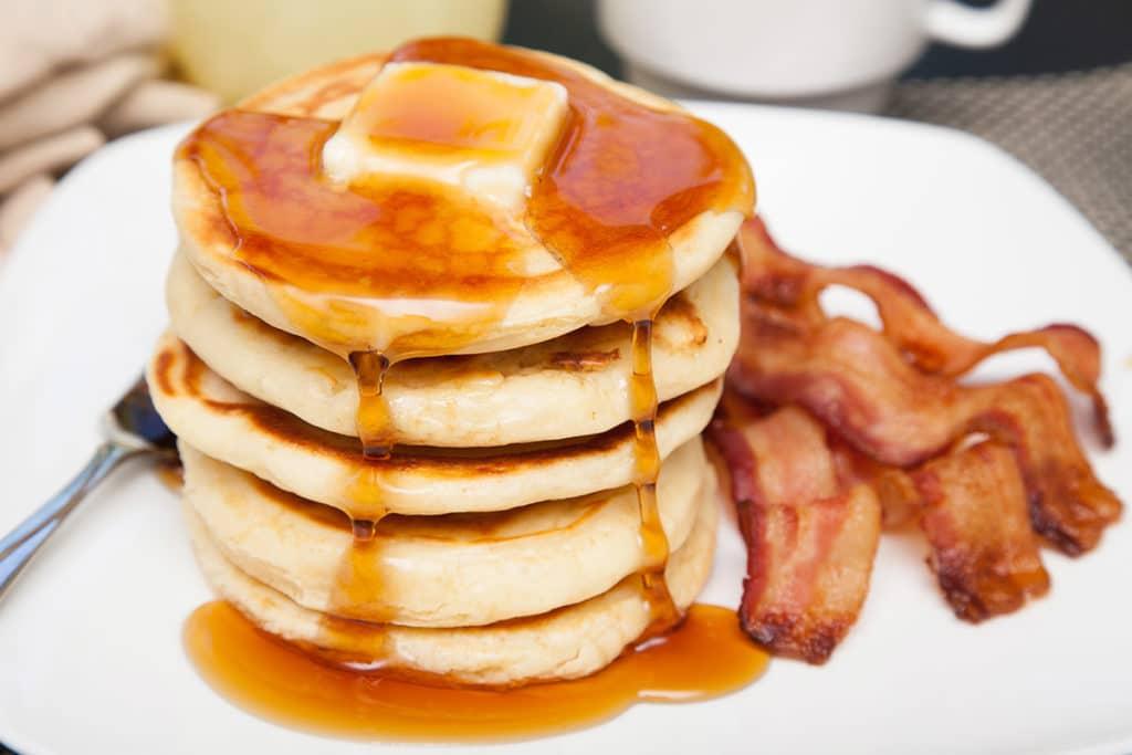 try this super easy basic pancakes for breakfast easy basic pancakes ...